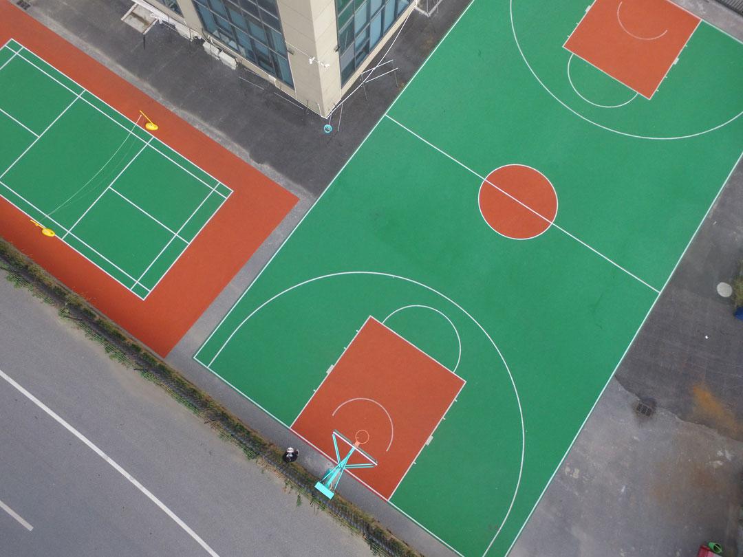 羽毛球场篮球场